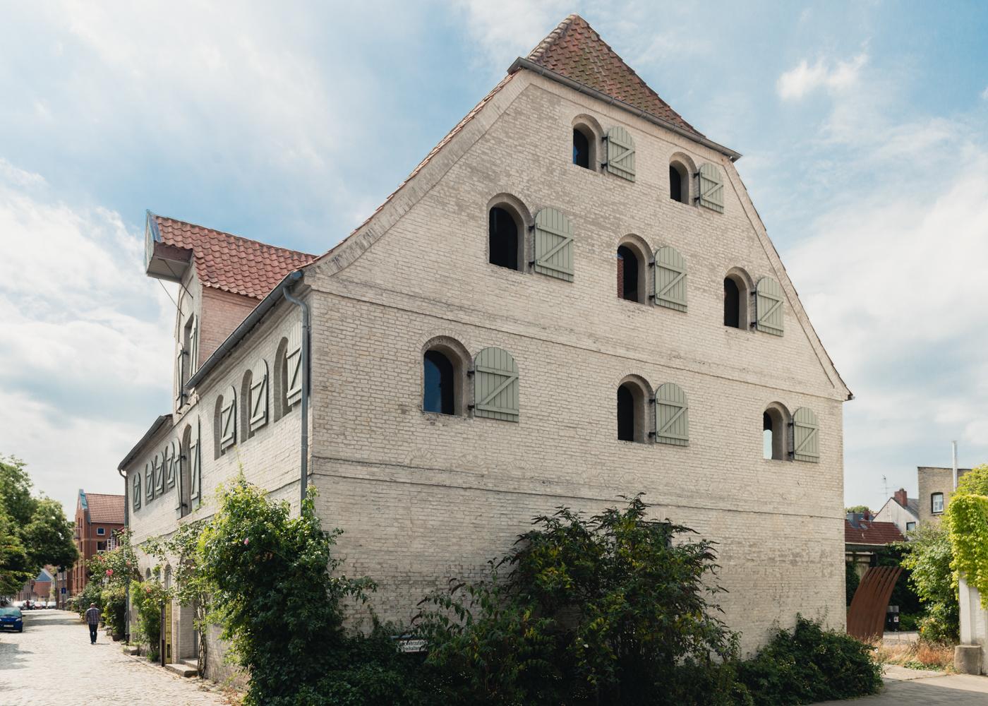 Außenasicht des Büros von rimpf im alten Schuch-Speicher in Eckernförde